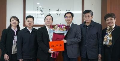 自治区人大常委会副主任张晓钦来我院慰问优秀专家、院长林英忠