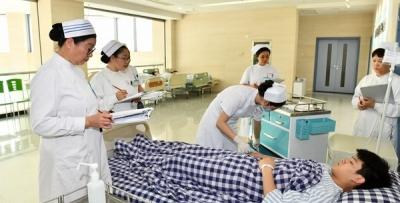 护理部举办2018年新入职护理人员操作比赛