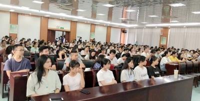我院风湿免疫科组织专家赴容县开展巡回医疗演讲活动