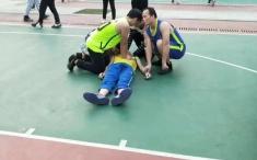 暖心!一小伙在球場倒地,我院三護士協力救人