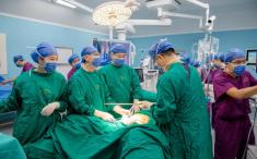 365bet体育:东院院区成功完成首例结肠癌合并肝转移癌腹腔镜微创手术